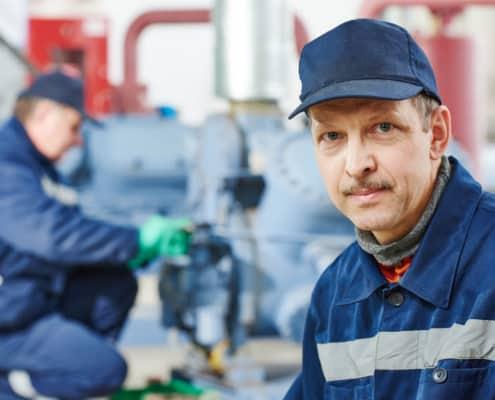 Mitarbeiter aus Produktion und Verwaltung sind wichtige Stakeholder in einem Sanierungsverfahren.